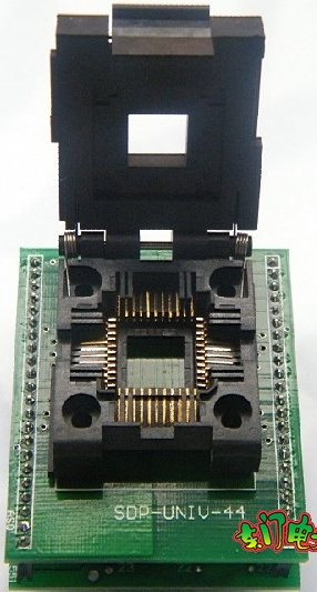 PLCC44 to DIP44 adapter with cover